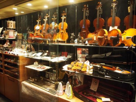 バイオリンなどの展示